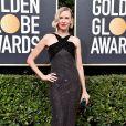 Naomi Watts escolheu o vestido de aplicações de strass e detalhe em poá da coleção de Alta-Costura da grife  Armani Privé