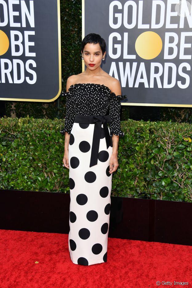 Poá é tendência: no Globo de Ouro 2020, Zoë Kravitz apostou na combinação de saia e blusa com estampa de poá, da grife Saint Laurent