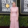 Kirsten Dunst apostou no vestido romântico da grife Rodarte no Globo de Ouro 2020