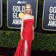 Nicole Kidman apostou no vestido vermelho com cauda longa de  Atelier Versace no Globo de Ouro 2020