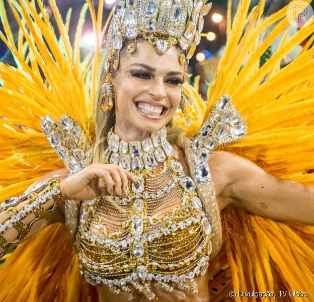Nos últimos capítulos da novela 'Bom Sucesso', Silvana (Ingrid Guimarães) deixa Paloma (Grazi Massafera) seminua antes de desfile de carnaval