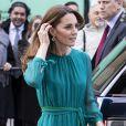 Kate Middleton gosta de apostar em vestidos com tons leves de azul e verde