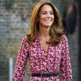 Kate Middleton é fça de vestidos florais de comprimento midi