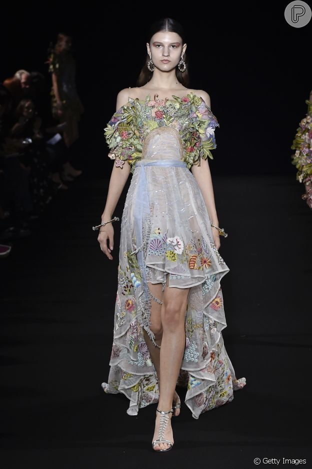 Moda Paris: flores e folhagens bombaram no desfile da Rahul Mishra no Paris Fashion Week