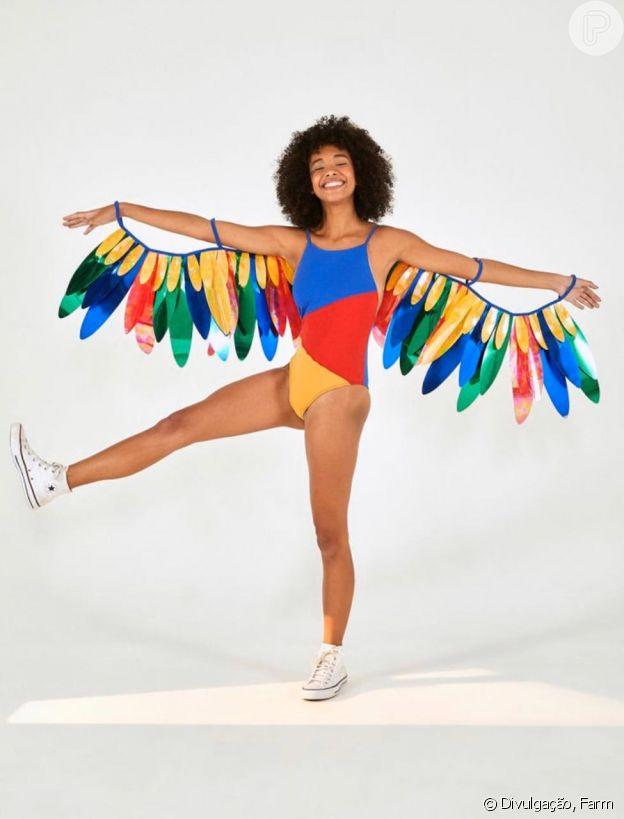 Moda de Carnaval da Farm conta com fantasias com asas bem volumosas e coloridas