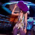 Moda de Carnaval da  A.Brand conta tons vibrantes, listras e plumas
