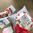 Sophia Valverde ganhou um presente romântico de Lucas Burgatti