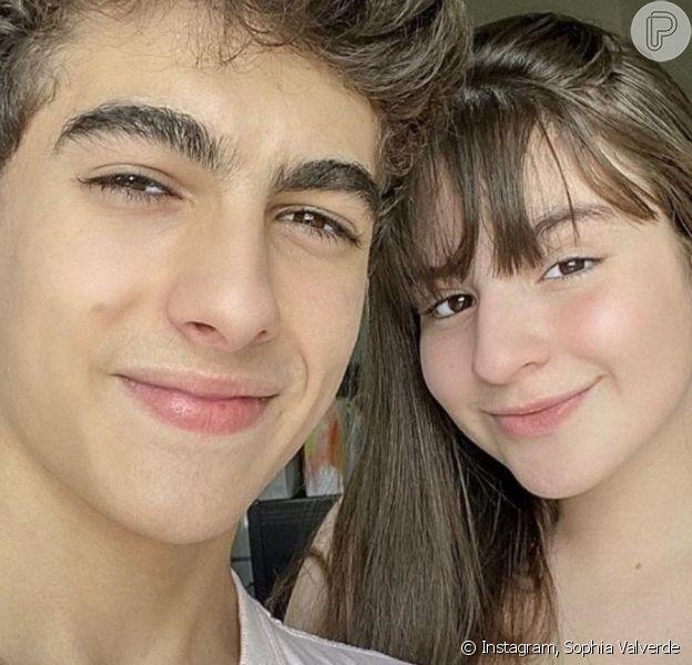 Sophia Valverde ganha surpresa de Lucas Burgatti por 6 meses de namoro, completados nesta segunda-feira, dia 10 de fevereiro de 2020