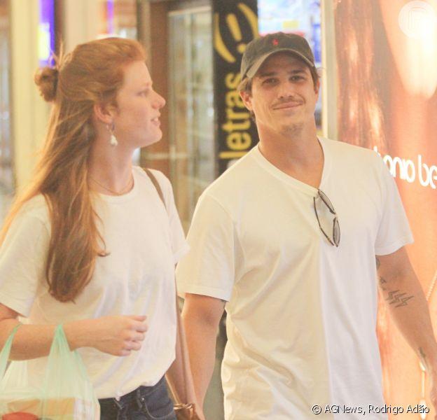 Romulo Neto é fotogrado em dia de compras com a namorada,Sonia Potocki