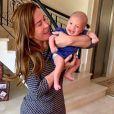 Zilu Godoi ficou com o neto Joaquim e mandou foto do bebê para Camilla Camargo