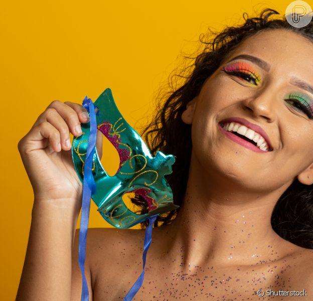 No Carnaval, você pode ousar e apostar em maquiagens diferentes e fora do comum!