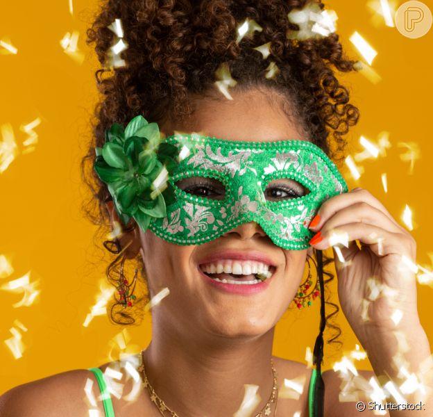 Separamos 6 ideias de penteados de Carnaval para cabelos cacheados e crespos para você se inspirar