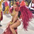 Fantasia de Viviane Araujo  representou a magia da dança, uma cigana sem costeiro, mas que conseguiu evoluir com um véu
