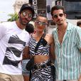 Solteiro, Enzo Celularifoi clicado com amigos noBloco das Poderosas, de Anitta, no Rio de Janeiro