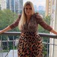 Marília Mendonça posou com um look animal print e arrancou elogios de seus seguidores neste domingo, 8 de março de 2020