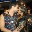 Renata Dominguez aceita pedido de casamento de Leandro Gléria e chora