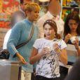 Bruna Marquezine acompanhou Sasha e Xuxa em um passeio pelo shopping