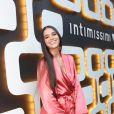 Bruna Marquezine não deixou de lado o lado fashion durante a chamada de vídeo com amigos