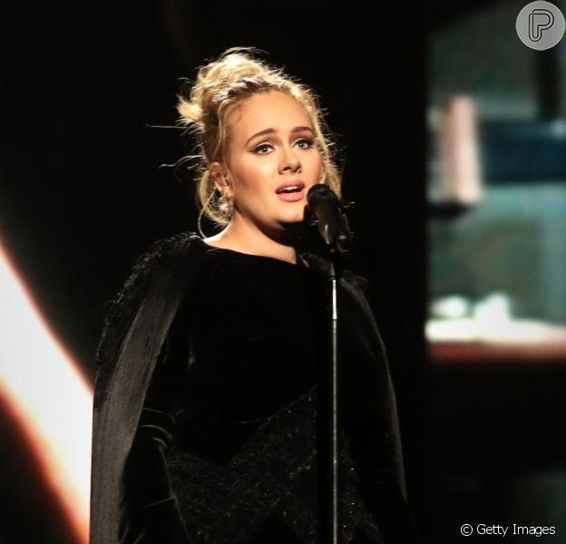 Com menos 45 kg, Adele está com 'vergonha' da repercussão do novo corpo. Saiba mais em matéria nesta terça-feira, dia 12 de maio de 2020
