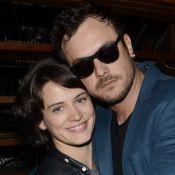 Bianca Bin beija Sergio Guizé em foto de aniversário do ator: 'Orgulho meu!'