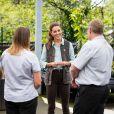 Kate Middleton conversa com moradores de  Fakenham em 1º evento pós-isolamento