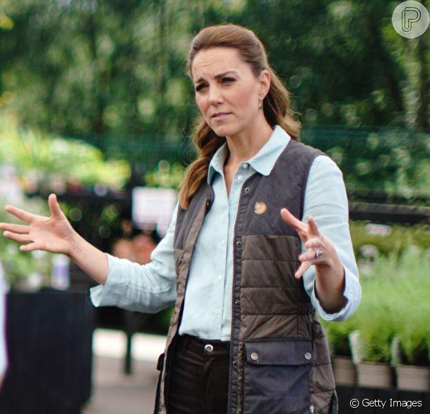 Kate Middleton alia jeans e tênis verde em 1º evento pós-quarentena nesta sexta-feira, dia 19 de junho de 2020