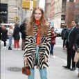 Animal print e blusa de gola alta chamativa é combinação certa das fashionistas