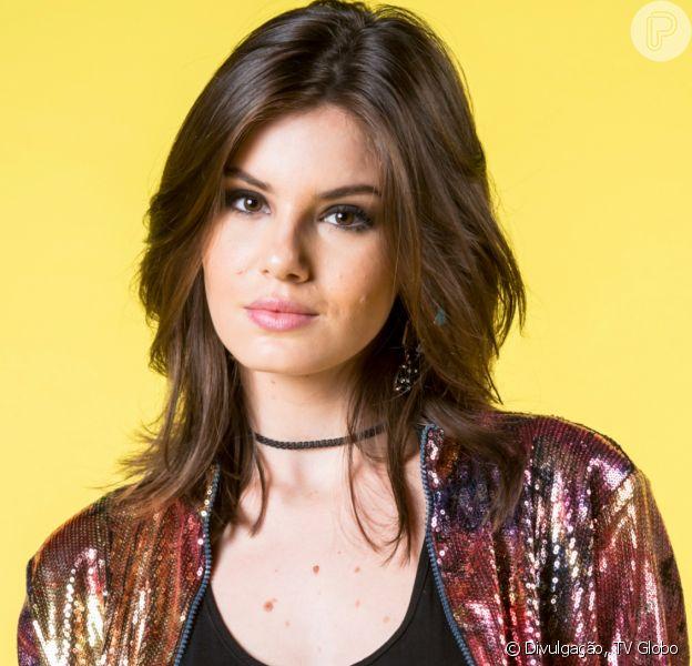 Camila Queiroz comemora aniversário de 27 anos com festa online