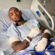 Nego do Borel compartilhou foto em hospital um pouco antes de ter alta médica. Funkeiro sofreu acidente de moto