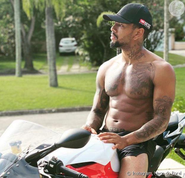 Nego do Borel decide sortear suas motos após acidente. Confira vídeo postado por cantor nesta quarta-feira, dia 08 de julho de 2020