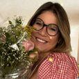 Marília Mendonça usa  vestido xadrez vichy em aniversário