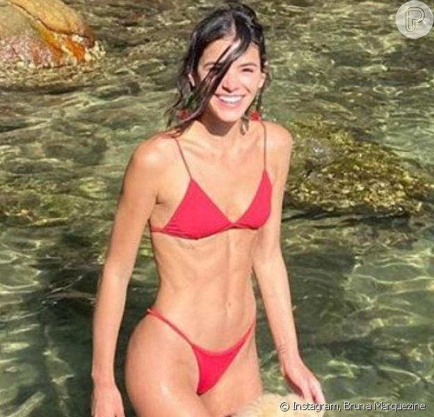 Bruna Marquezine impressiona de biquíni cavado no Instagram