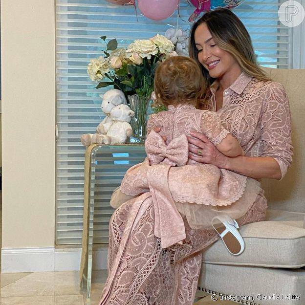 Claudia Leitte combina look com a filha em aniversário de 1 ano de Bela