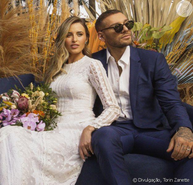 Lucas Lucco e Lorena Carvalho fazem casamento íntimo em casa