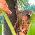 Giovanna Ewbank posou com biquíni de animal print e citou a novela 'Pantanal'