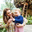 Filho mais novo de Kate Middleton, Louis apareceu em foto com suéter que era do irmão