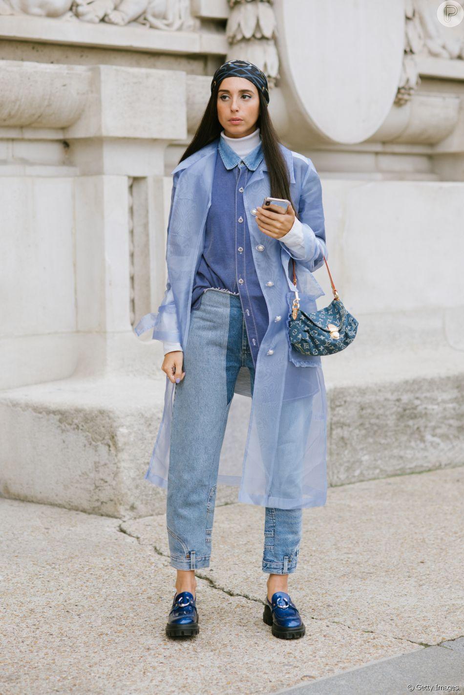 Customize a calça jeans ao clarear o tecido focando em uma modelagem bicolor