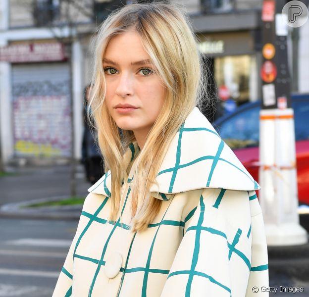 Camille Razat, a atriz da série 'Emily em Paris', faz sucesso entre fashionistas com seus looks