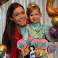 Semelhança entre Thais Fersoza e filha chama atenção dos seguidores