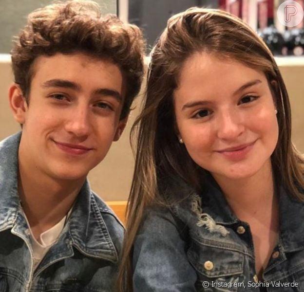 Sophia Valverde se divertiu no feriado de 12 de outubro de 2020 com o colega da novela 'As Aventuras de Poliana' Enzo Krieger