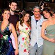 Filha de Fátima Bernardes e William Bonner, Beatriz Bonemer é um sucesso nas redes sociais com fotos ao lado da família, pets e imagens de biquíni