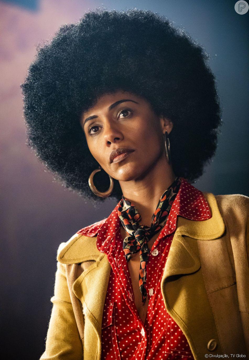 No especial 'Falas Negras', Angela Davis é o papel de Naruna Costa
