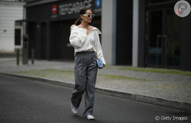 Camisa branca: aposte em um truque de styling com decote