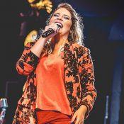 Marília Mendonça combina laranja e azul em look: 'Ousando nas cores'