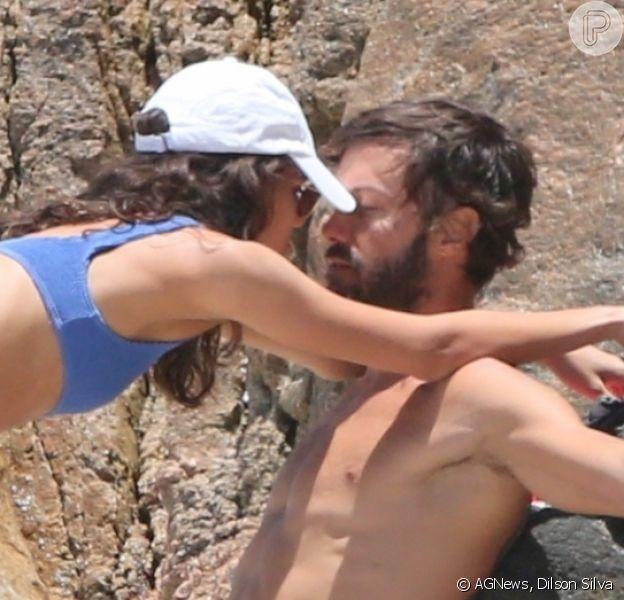Kayky Brito é fotografado em clima de romance com modelo na praia do Joatinga, no Rio de Janeiro, nesta terça-feira, 24 de novembro de 2020