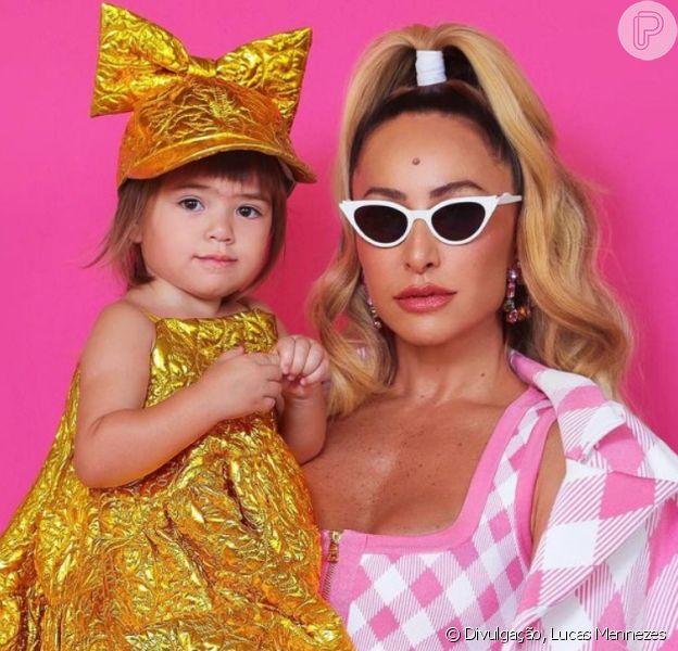Filha de Sabrina Sato, Zoe completa 2 anos e faz ensaio com a mãe