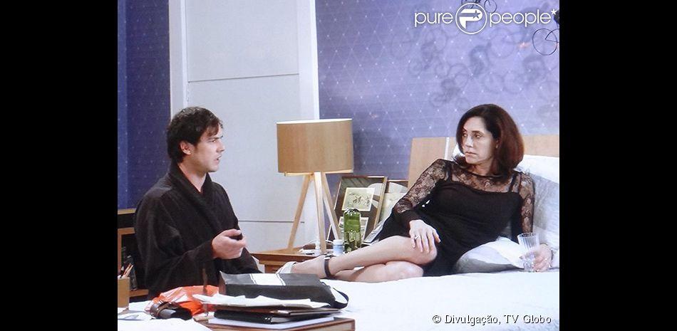 Caíque (Sergio Guizé) cofnessa para sua mãe, Maria Inês (Christiane Torloni), que está apaixonado por Laura (Nathalia Dill), a noiva de seu irmão, em 'Alto Astral', em 8 de novebro de 2014