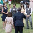 Novela 'Amor Sem Igual': Zenaide (Andrea Avancini) e Oxente (Ernani Moraes) chegam para o casamento de Fernanda (Bárbara França) e Pedro Antônio (Guilherme Dellorto)