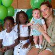 Giovanna Ewbank posa com os três filhos, Títi, Bless e Zyan