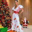 Aline Gotschalg usa vestido romântico florido da marca da estilista mineira Denise Valadares